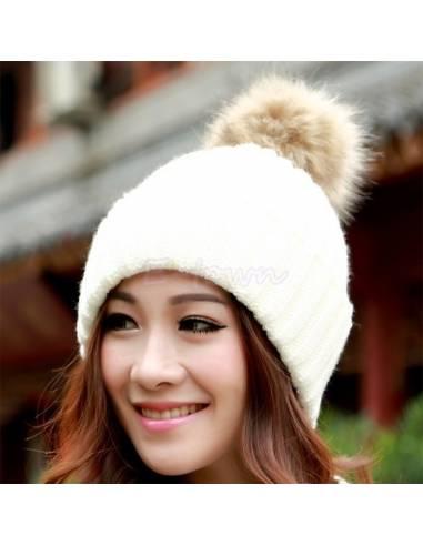 Bonnet coréen tricoté avec ponpon