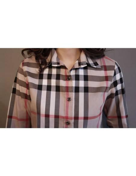 Chemise à carreaux col carré